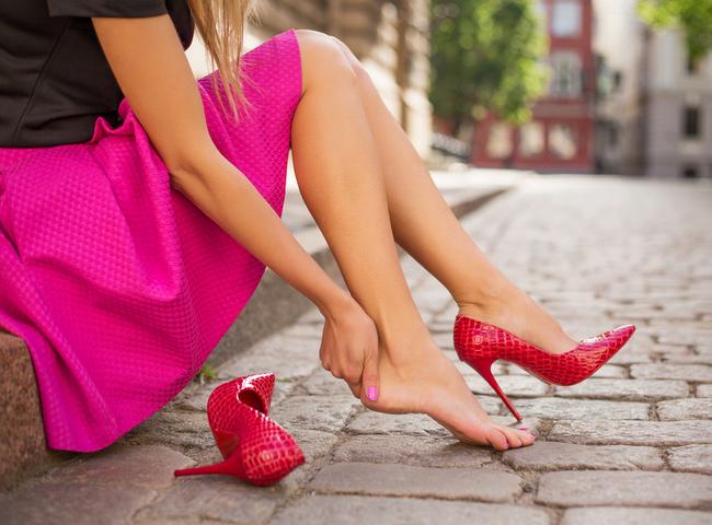 os malefícios do salto alto para os pés das corredoras