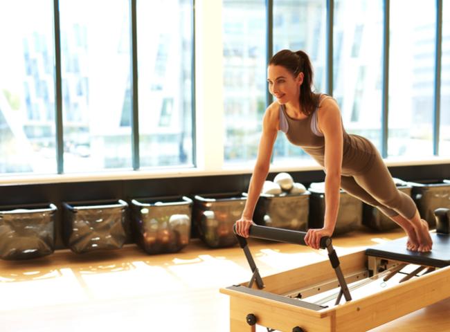 Combata as cólicas menstruais com os exercícios de pilates