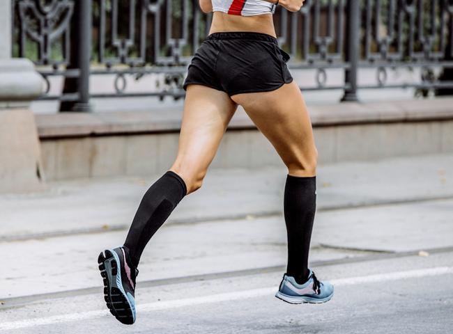 Melhore seu rendimento na corrida com a ajuda das meias de compressão